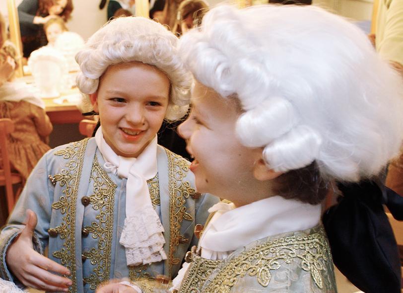 Kostümierte Kinder im Schloss, Foto: Staatliche Schlösser und Gärten Baden-Württemberg, Michael Fuchs