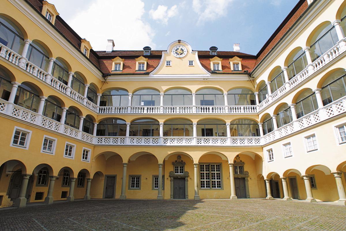 Der Arkadenhof von Schloss ob Ellwangen