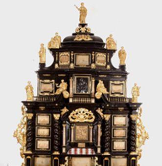Der obere Teil vom Augsburger Kabinettschrank im Jagdzimmer von Schloss ob Ellwangen